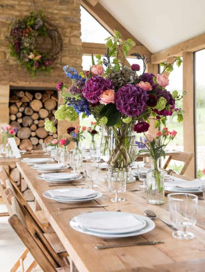 Table arrangements with exposed willow wreath