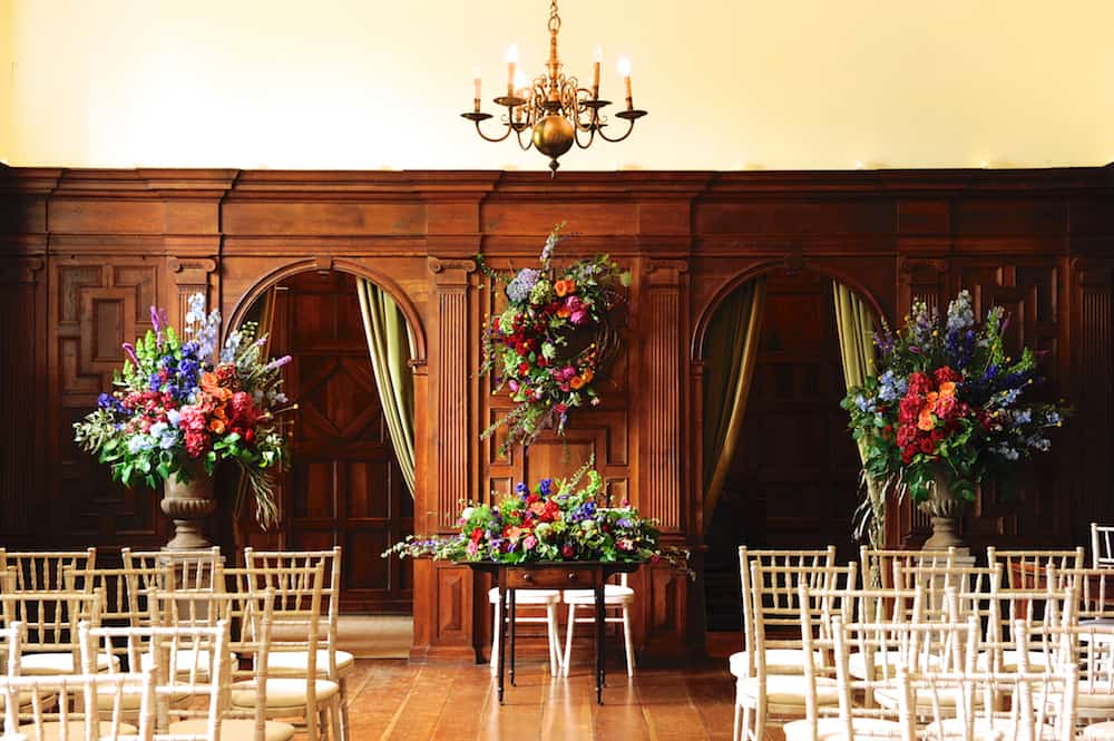 Pedestal arrangements with wreath at North Cadbury Court