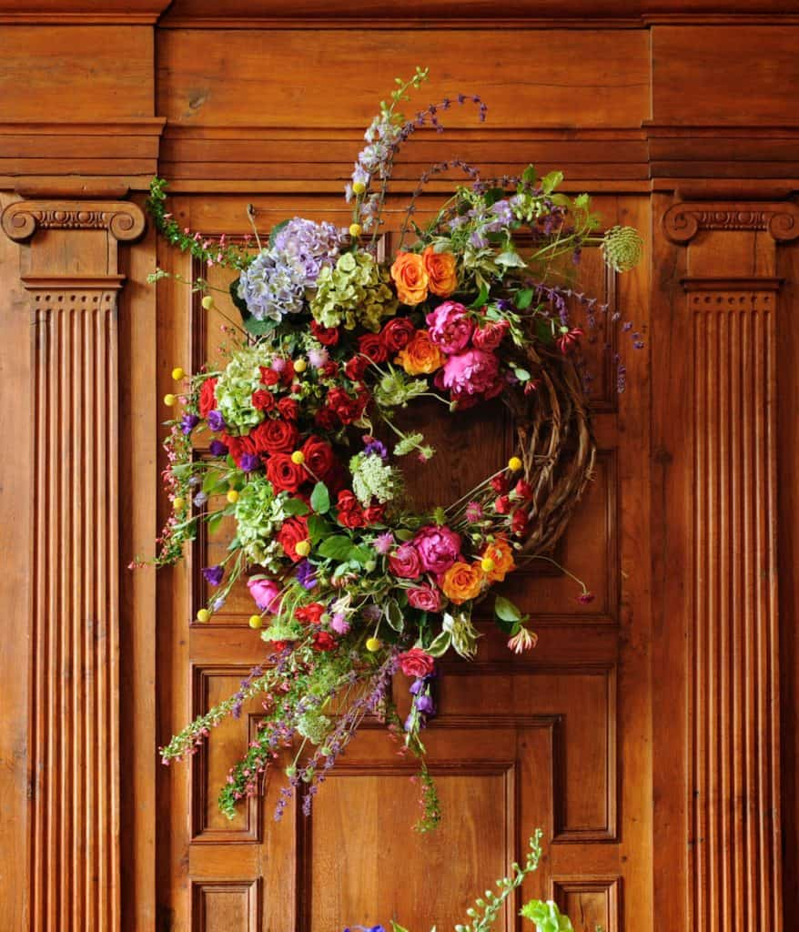 Bright wreath with exposed willow