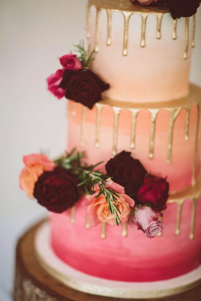 Roses on weddding cake