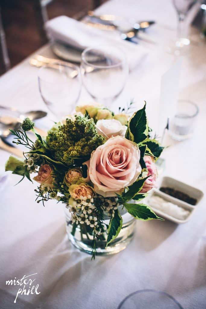 Table arrangement with blush roses