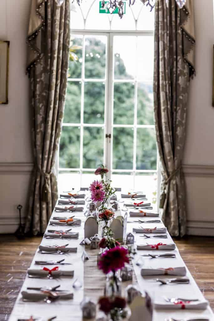 Table arrangement with hints of pink