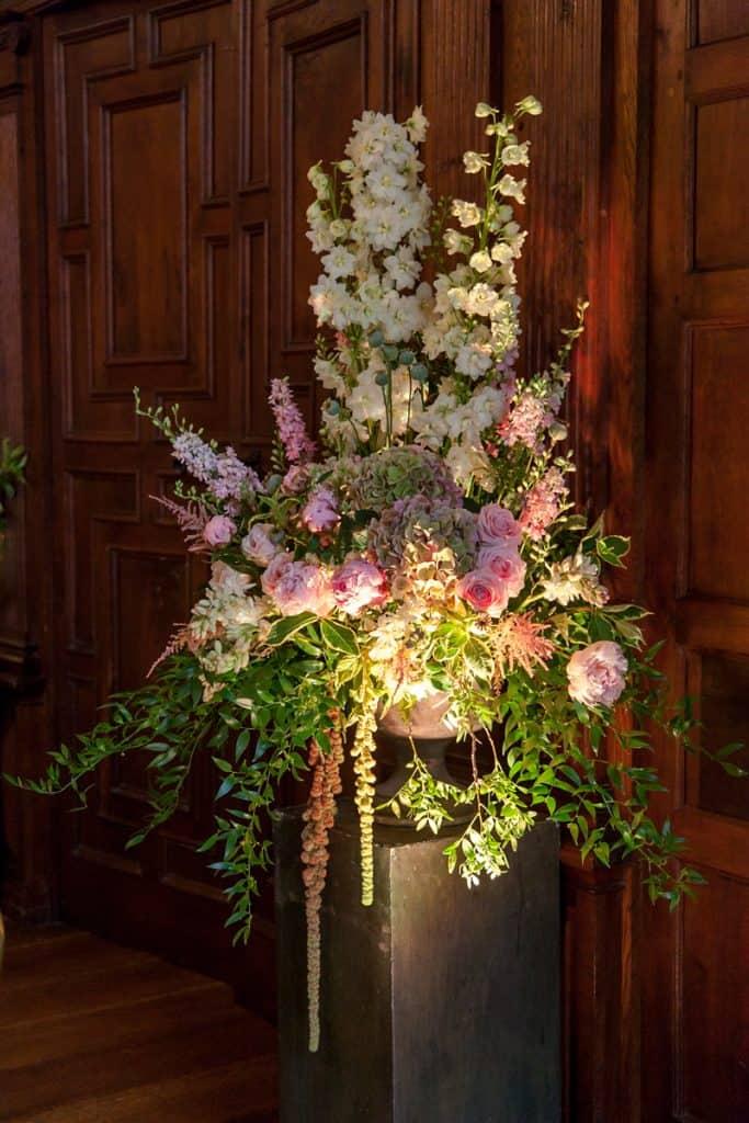 Pedestal display using blush colours