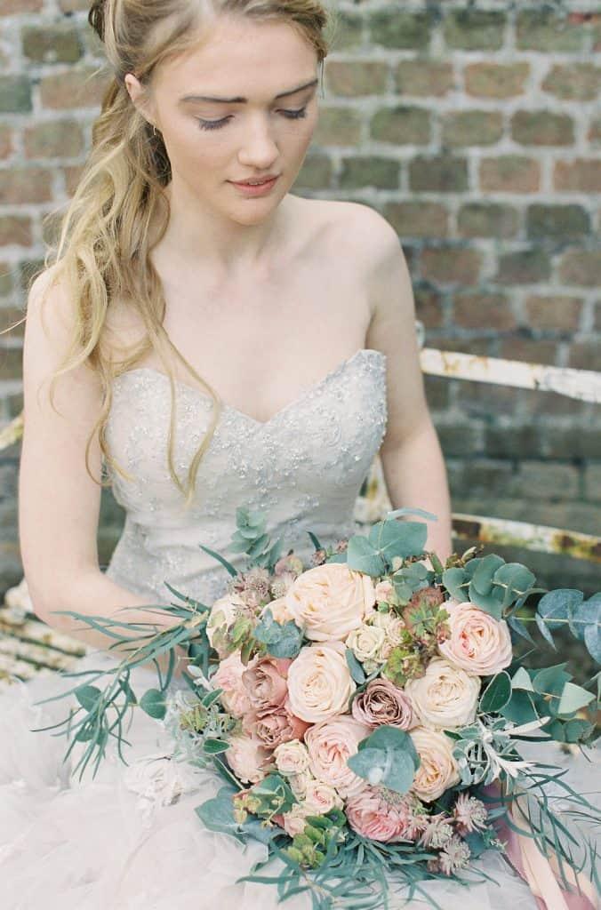 ecuplutus with rose bouquet